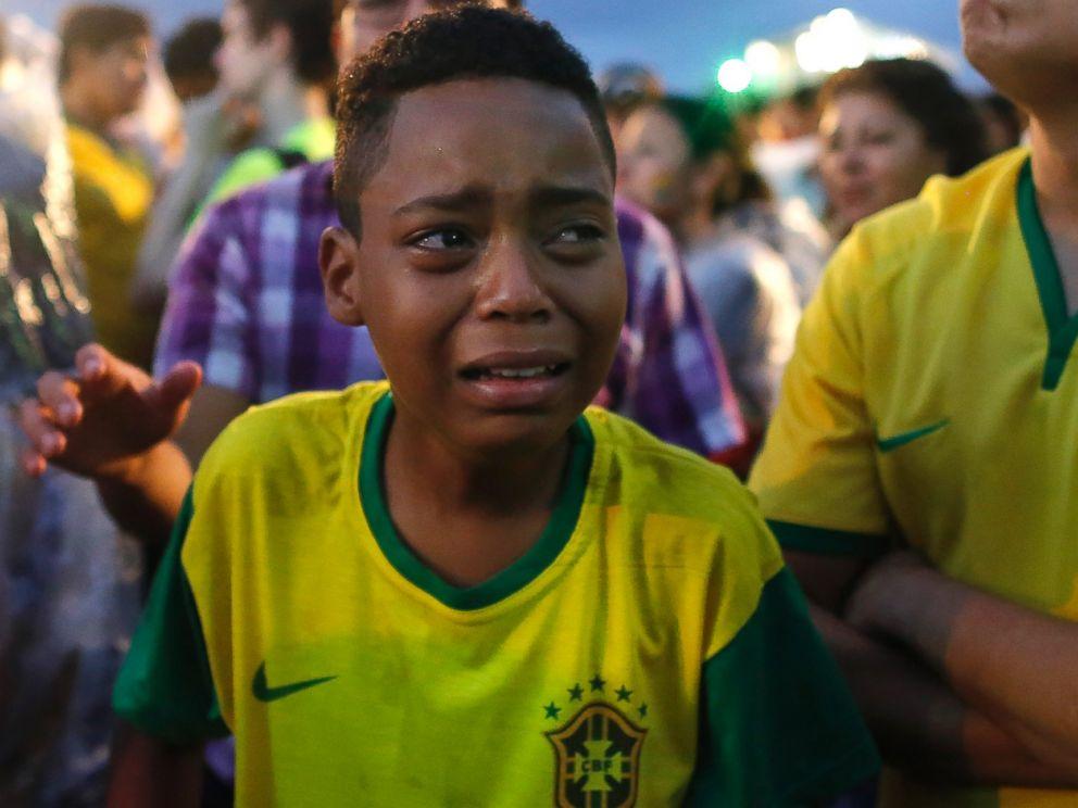 AP_brazil_fans_5_kab_140709_4x3_992